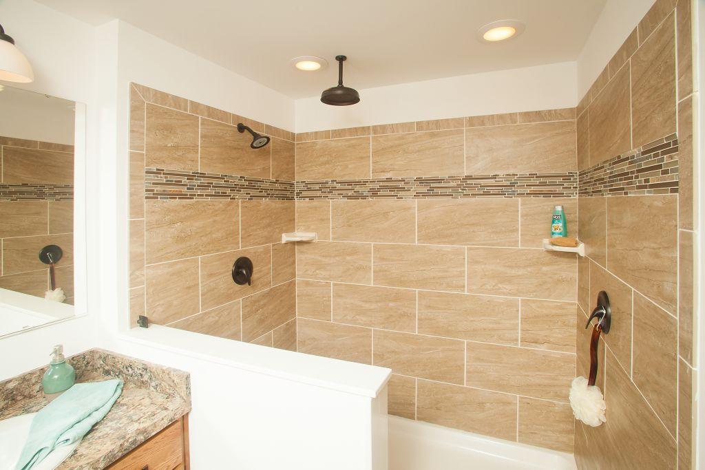 Cambridge Ranch Collection Magnifique LXA Find A Home - 4 x 6 tile shower